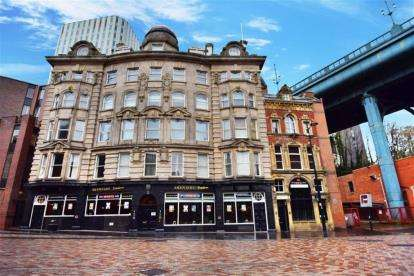 3 Bedrooms Flat for sale in Akenside House, Akenside Hill, Newcastle Upon Tyne, Tyne and Wear, NE1