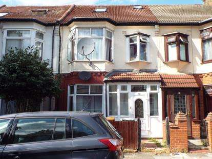 3 Bedrooms Terraced House for sale in East Ham