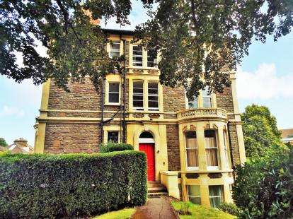 3 Bedrooms Flat for sale in Fernbank Road, ., Bristol