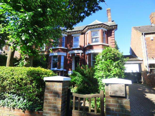 5 Bedrooms Semi Detached House for sale in Station Road, Woburn Sands, Milton Keynes M17
