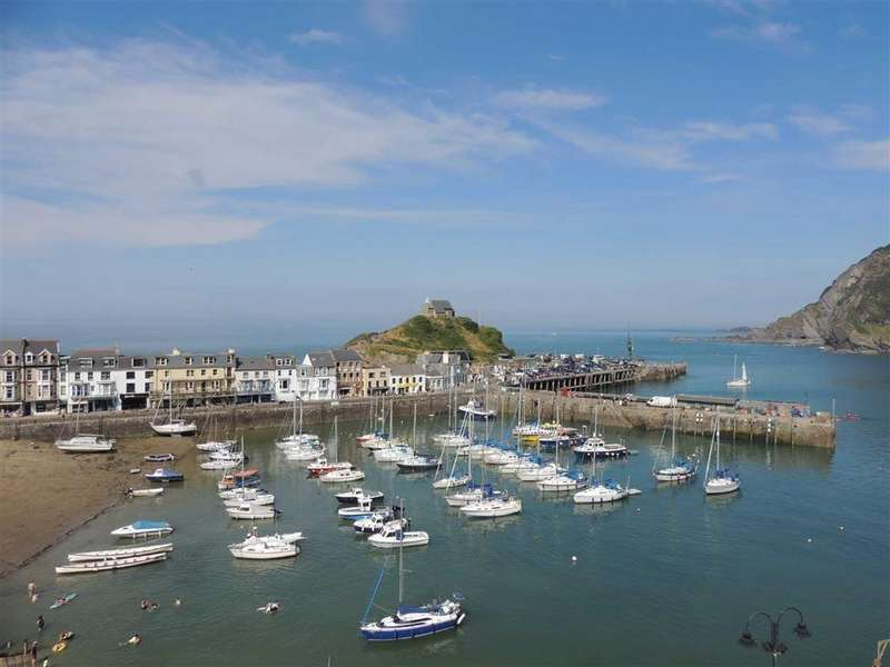4 Bedrooms Detached House for sale in Quayfield Road, Ilfracombe, Devon, EX34