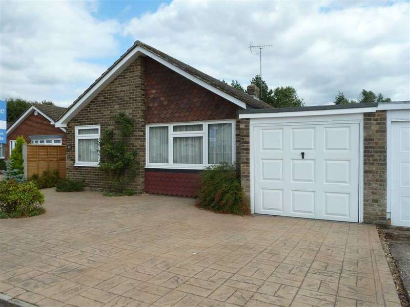 3 Bedrooms Detached Bungalow for sale in Westleigh Drive, Sonning Common, Sonning Common Reading