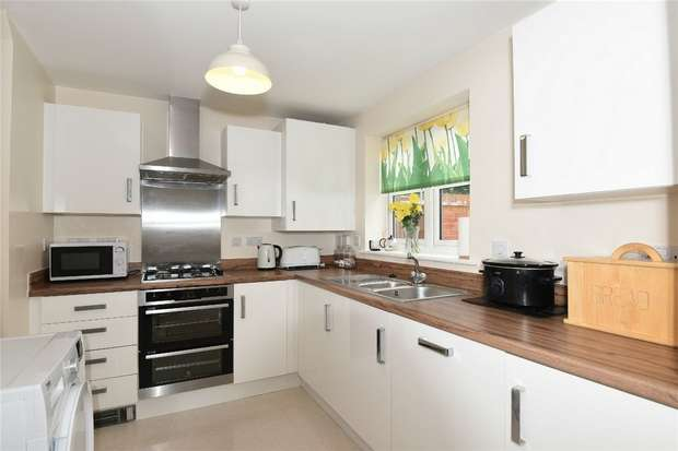 3 Bedrooms Semi Detached House for sale in Bushfield Court, New Cardington, Bedford