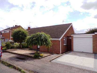 2 Bedrooms Bungalow for sale in Britford Avenue, Wigston, Leicestershire