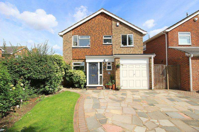 4 Bedrooms Detached House for sale in Rosewood Close, Sidcup