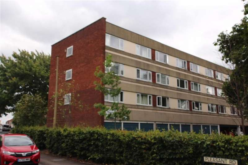 1 Bedroom Flat for sale in Pleasant Road, Staple Hill, Bristol, BS16 5HZ