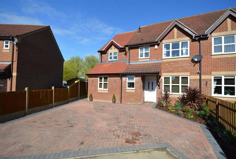 4 Bedrooms House for sale in Cade Close, Scothern, Lincoln