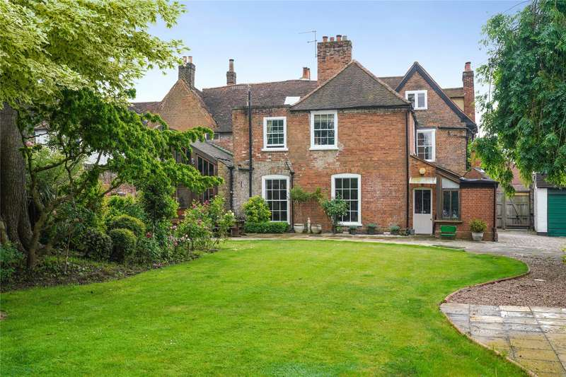 5 Bedrooms Mews House for sale in St. Anns Road, Chertsey, Surrey, KT16