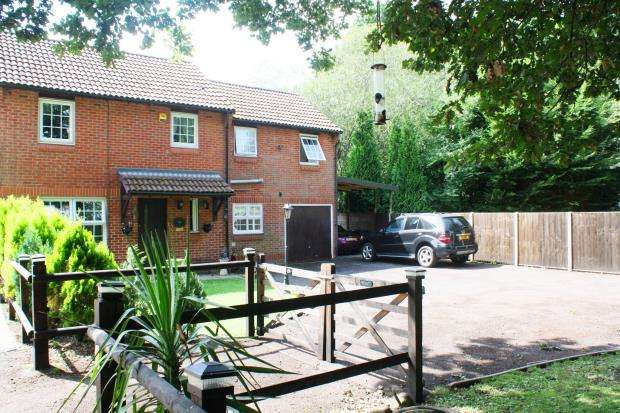 4 Bedrooms Detached House for sale in Woking, Surrey, .