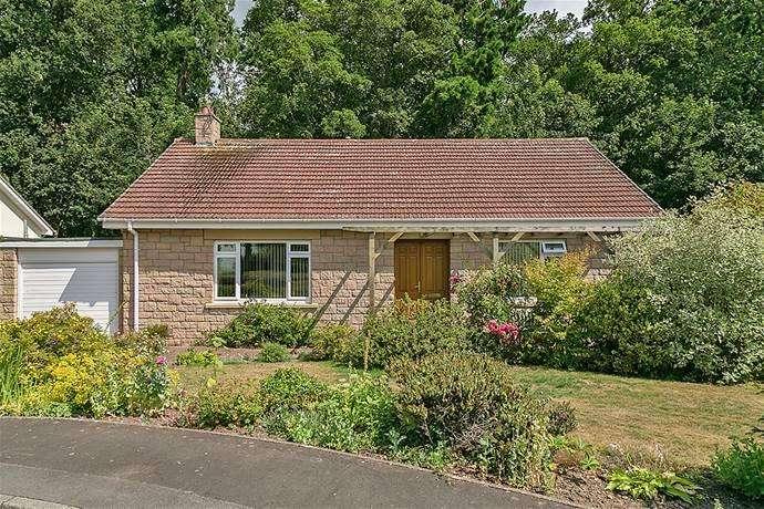 4 Bedrooms Detached Bungalow for sale in 20 Woodlands Park, Coldstream TD12 4LL