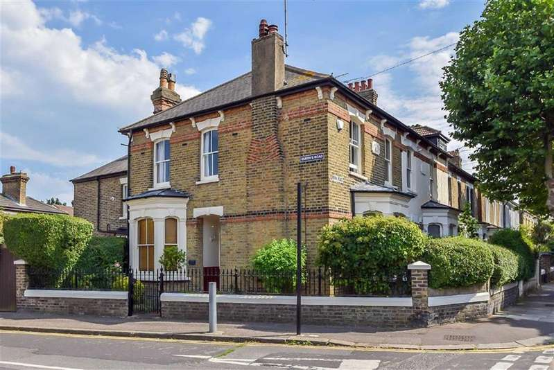 5 Bedrooms Semi Detached House for sale in Park Road, Westcliff-on-sea, Essex