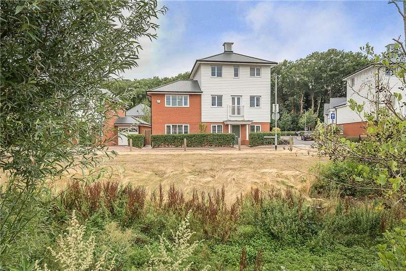 4 Bedrooms Detached House for sale in Chartwell Way, High Wycombe, Buckinghamshire, HP11