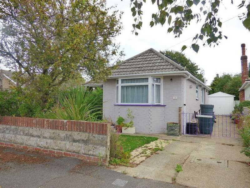 3 Bedrooms Bungalow for sale in Harbeck Road, Throop, Bournemouth, Dorset
