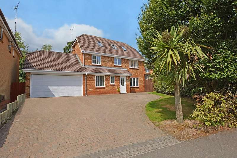 5 Bedrooms Detached House for sale in Sweet Bay Crescent, Ashford