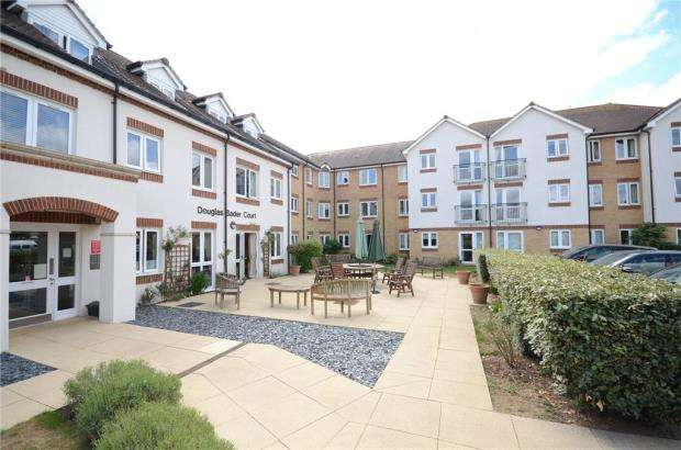 2 Bedrooms Apartment Flat for sale in Douglas Bader Court, Howth Drive, Reading
