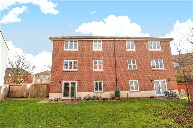 2 Bedrooms Flat for sale in Royal Victoria Park, Bristol, BS10 6TD