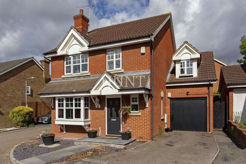 4 Bedrooms Detached House for sale in Hoveton Way, Ilford, Essex IG6