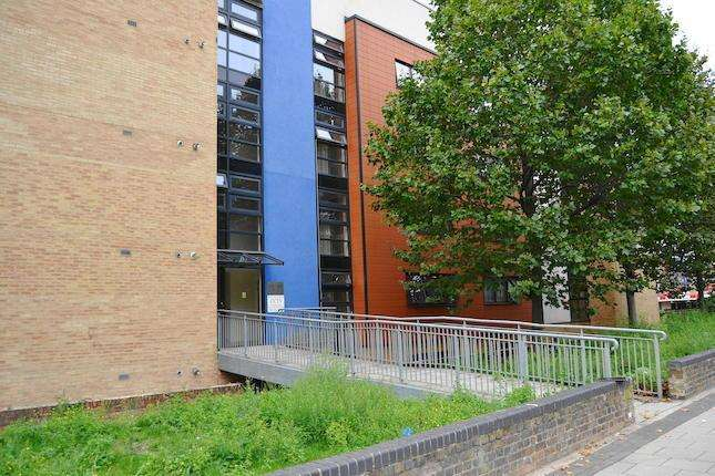2 Bedrooms Flat for sale in Blair Street, London E14