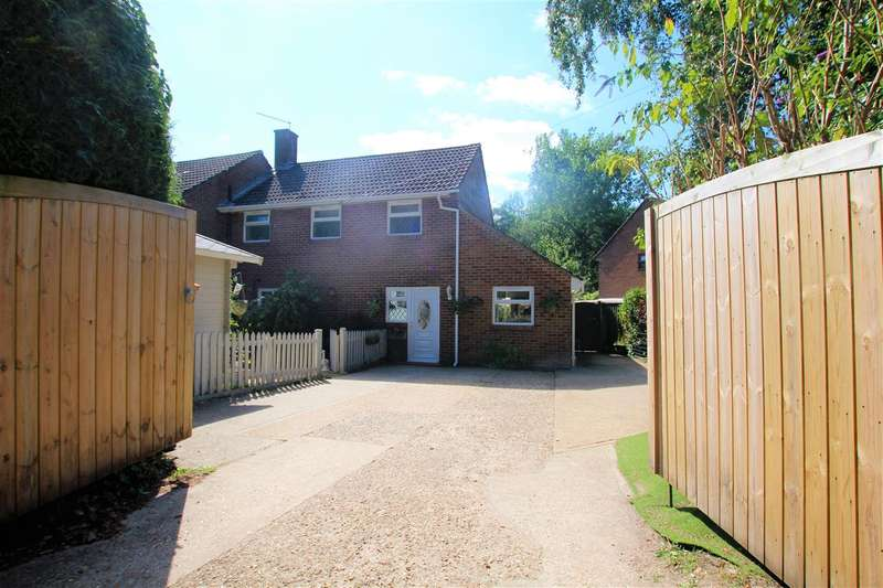 3 Bedrooms Semi Detached House for sale in Moors Close, Moors Close, Christchurch