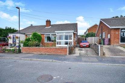 2 Bedrooms Bungalow for sale in Newlands Crescent, Newton, Alfreton, Derbyshire