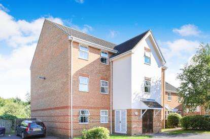 2 Bedrooms Flat for sale in Honeysuckle Close, Biggleswade, Bedfordshire
