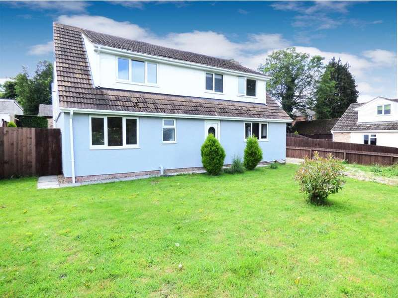 4 Bedrooms Detached House for sale in Hellesdon Road, NR6
