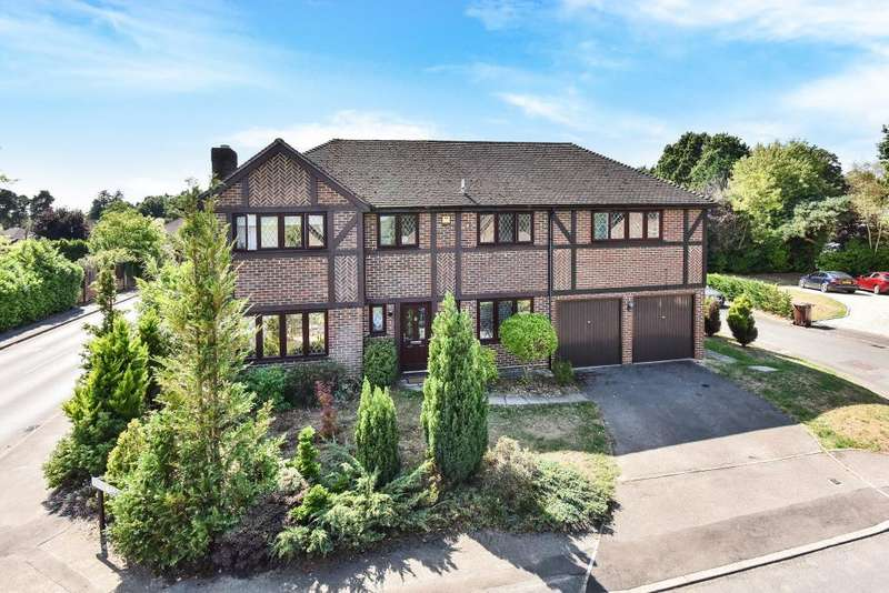 5 Bedrooms Detached House for sale in Lightwater, Surrey, GU18