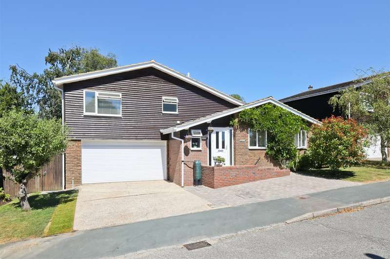 5 Bedrooms Detached House for sale in Keymer Gardens, Burgess Hill