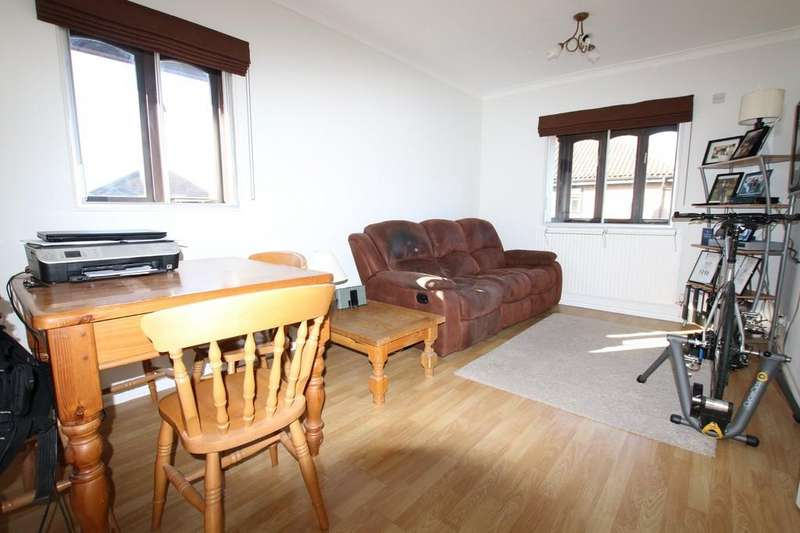 2 Bedrooms Apartment Flat for sale in Colnbrook