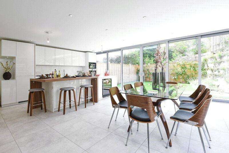 3 Bedrooms End Of Terrace House for sale in St Faiths Court, Lansdowne Avenue, Winchester, Hampshire, SO23