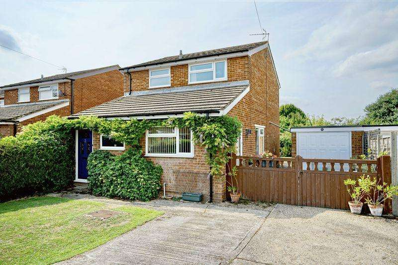 3 Bedrooms Detached House for sale in Park Road, Buckden, Huntingdon, Cambridgeshire.