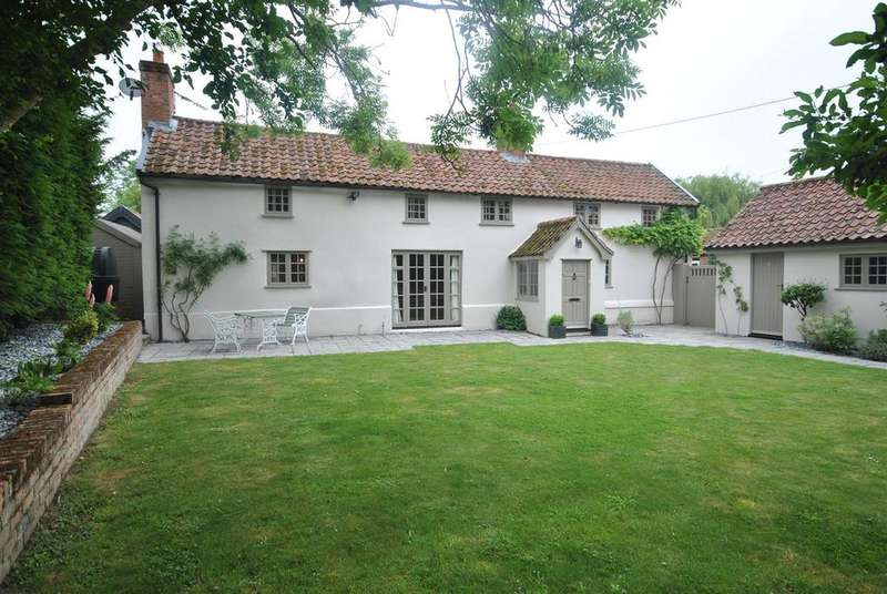 4 Bedrooms Detached House for sale in Ashfield Road, Norton, Bury St. Edmunds
