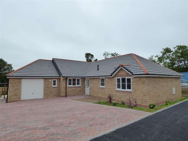 3 Bedrooms Bungalow for sale in Glenfields Road, Haverfordwest