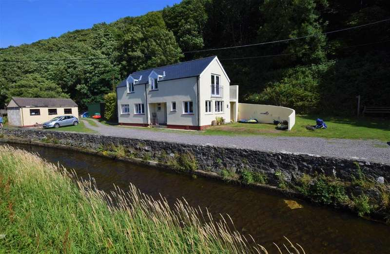 4 Bedrooms Detached House for sale in Solva