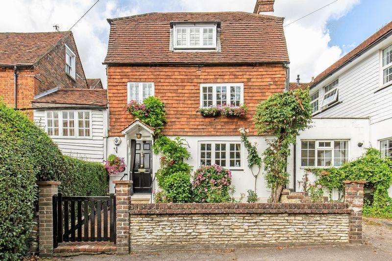 3 Bedrooms Link Detached House for sale in Needles Bank, Godstone