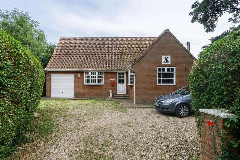 4 Bedrooms Detached Bungalow for sale in School Lane, Holmpton