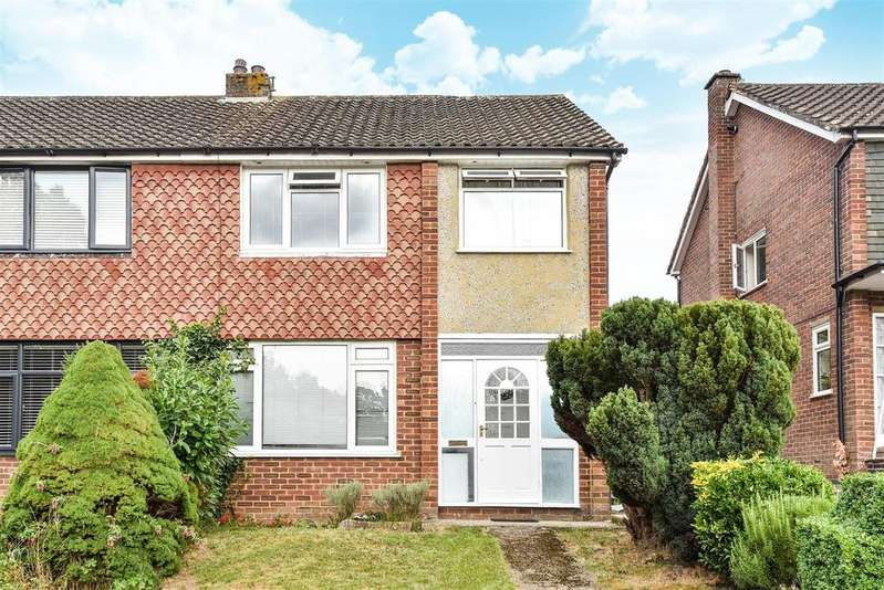 3 Bedrooms Semi Detached House for sale in Keats Way, Crowthorne, Berkshire, RG45 6QS