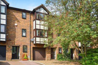 4 Bedrooms Town House for sale in Constantine Way, Bancroft Park, Milton Keynes, Buckinghamshire