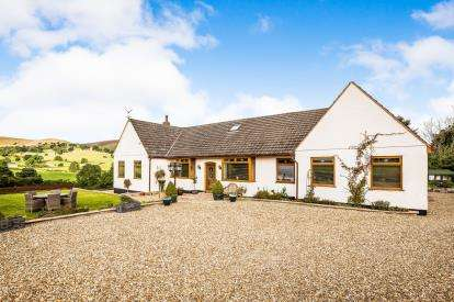 4 Bedrooms Bungalow for sale in Llanarmon Road, Llanferres, Mold, Denbighshire, CH7