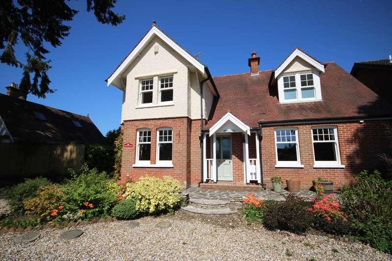 4 Bedrooms Detached House for sale in Moorlands Road, West Moors