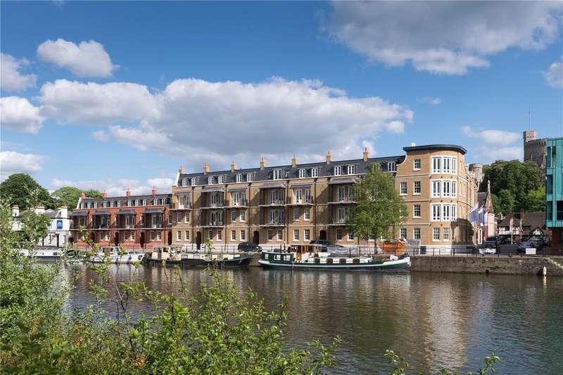 2 Bedrooms Flat for sale in Thames Side, Windsor, Berkshire, SL4