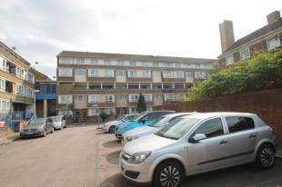 3 Bedrooms Maisonette Flat for sale in Rowan Court, Garnies Close, London