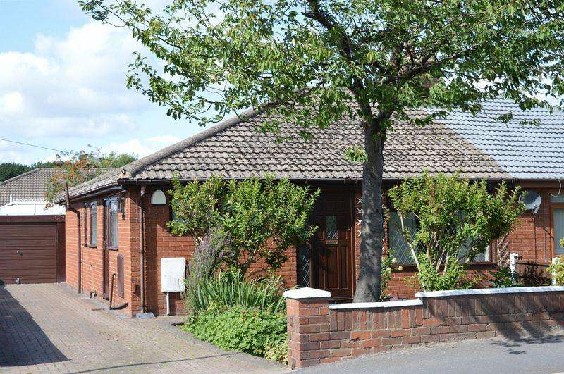 3 Bedrooms Semi Detached Bungalow for sale in Slag Lane, Lowton