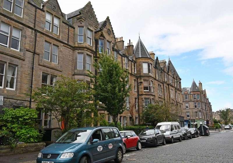 3 Bedrooms Flat for sale in 38 (2f1), Warrender Park Road, Edinburgh, EH9 1HH