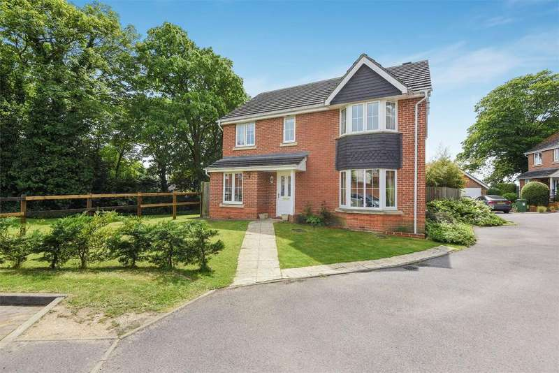4 Bedrooms Detached House for sale in Churchlands, Aldershot, Hampshire, GU11