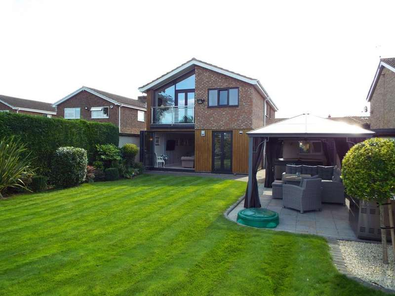 4 Bedrooms Detached House for sale in Francis Dickins Close, Wollaston, Northamptonshire, NN297RH