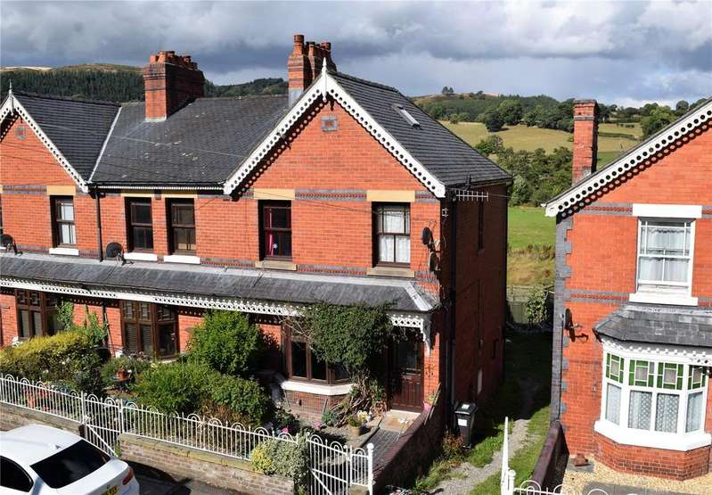 4 Bedrooms End Of Terrace House for sale in High Street, Llanfyllin, Powys