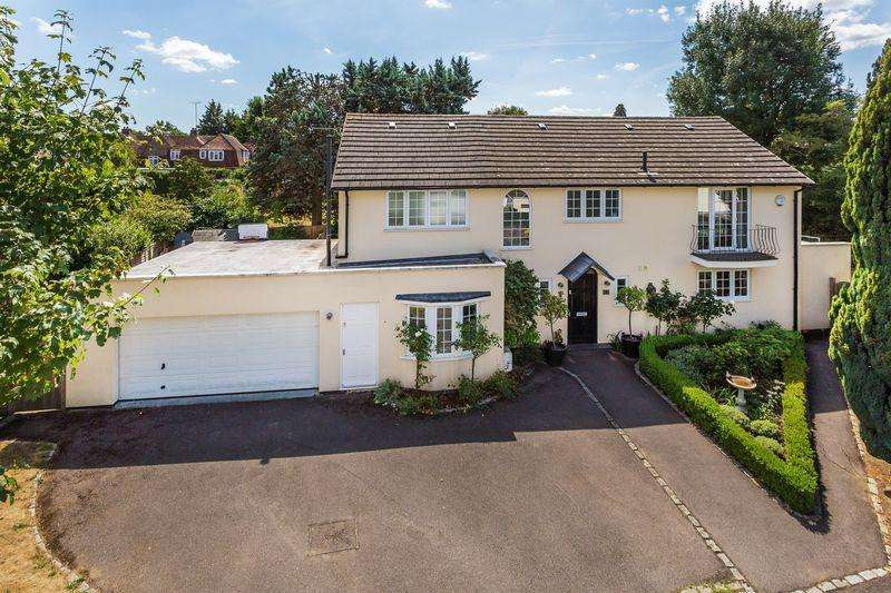 5 Bedrooms Detached House for sale in The Priors, Cul-De-Sac loaction within Ashtead Village