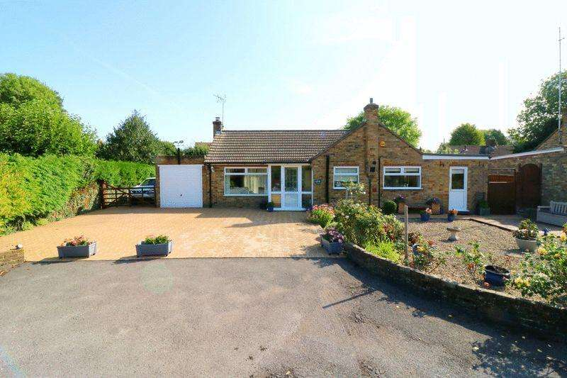 2 Bedrooms Bungalow for sale in Aston Clinton