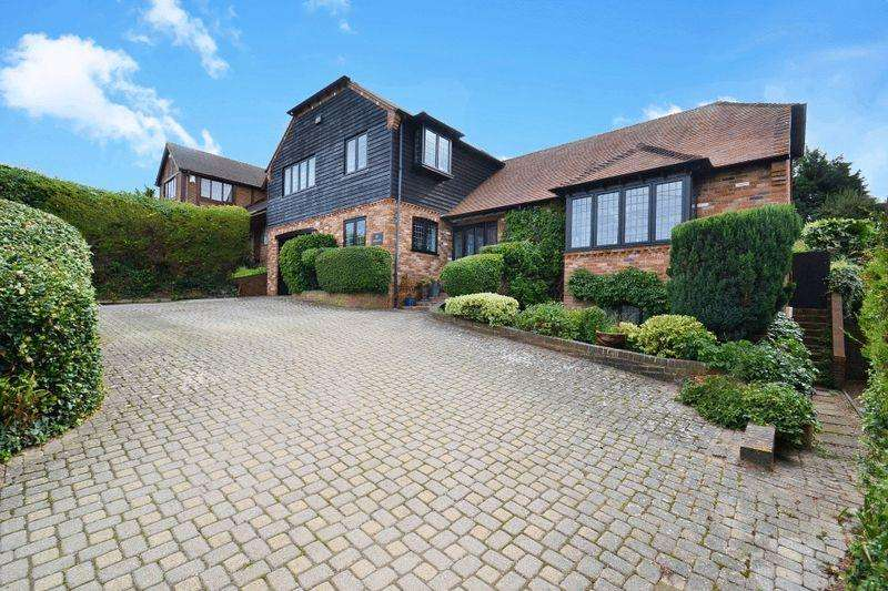 5 Bedrooms Detached House for sale in Southsea Avenue, Minster